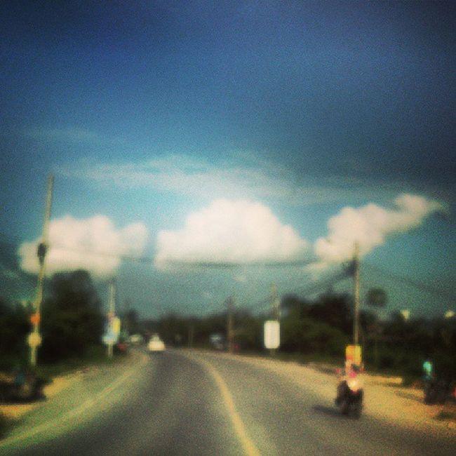 รับขนมสายไหมมั้ยครับ :) Cloud Road Bluesky Blur Oneday Inmylife