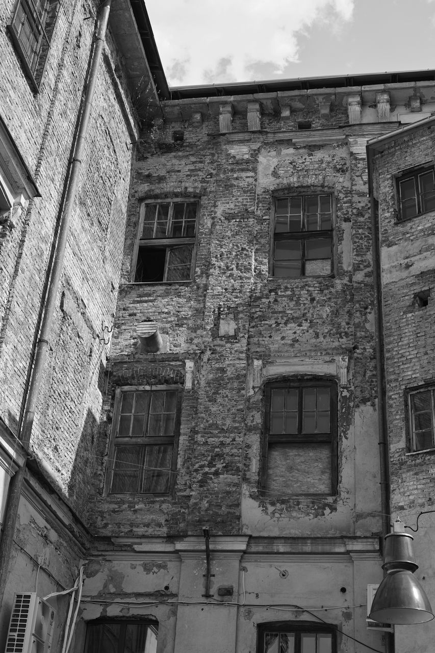 architecture, building exterior, built structure, window, abandoned, no people, house, damaged, low angle view, day, outdoors, sky