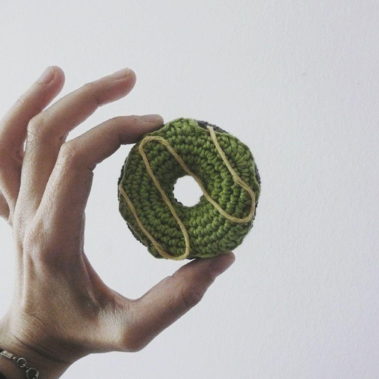 Ademas estos no engordan!! Crochetsweets Crochet Donnut Green Cotton Yarn Crochetaddict Artesania Handmadewithlove Handmade