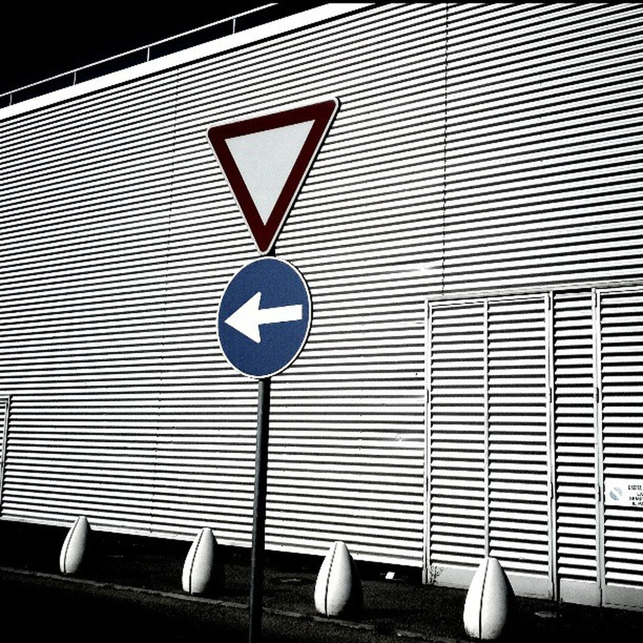 communication, road sign, day, no people, outdoors
