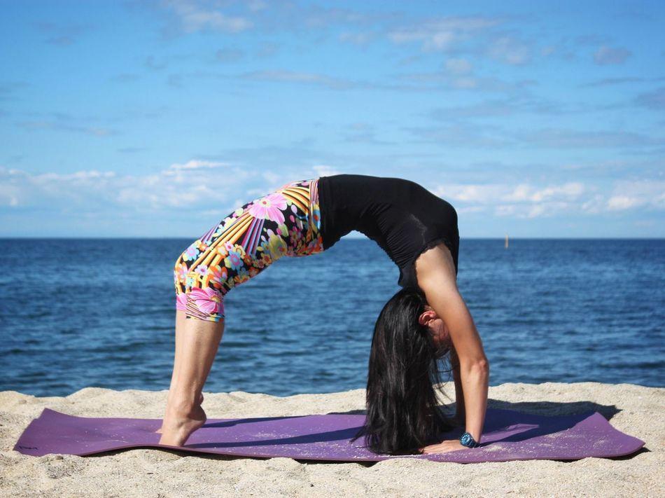 Beautiful stock photos of yoga, 30-34 Years, Agility, Balance, Beach