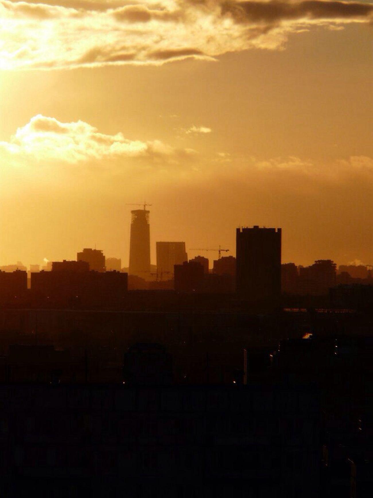 Это было в прошлой жизни, когда я жила в Москве. Из окна можно было увидеть много интересного.