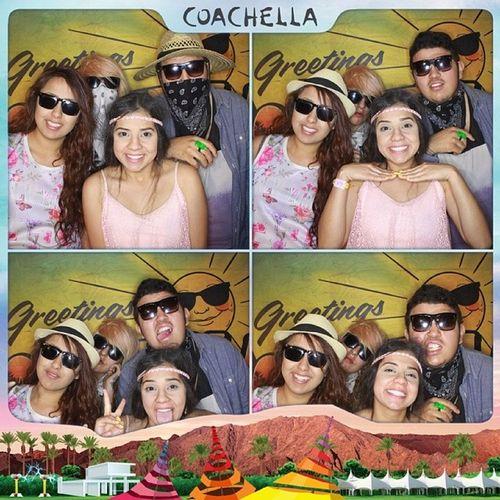 Parese que trabajo en el fil lol..... CoachellaPhotoBooth Coachella