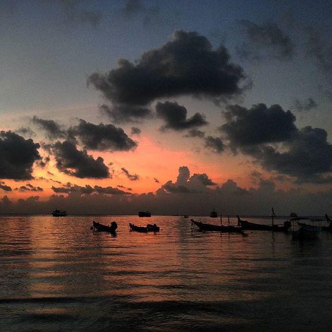 Tailand Islandlife Healthylifestyle Kohtaoisland KohPhangan Kosamui Bangkok Evening Sunset Perfect Anotherlife Clouds Likeforlike Like4like Instagood Instacool Instalike Instadaily Bestphotooftheday Tagsforlikes Sea