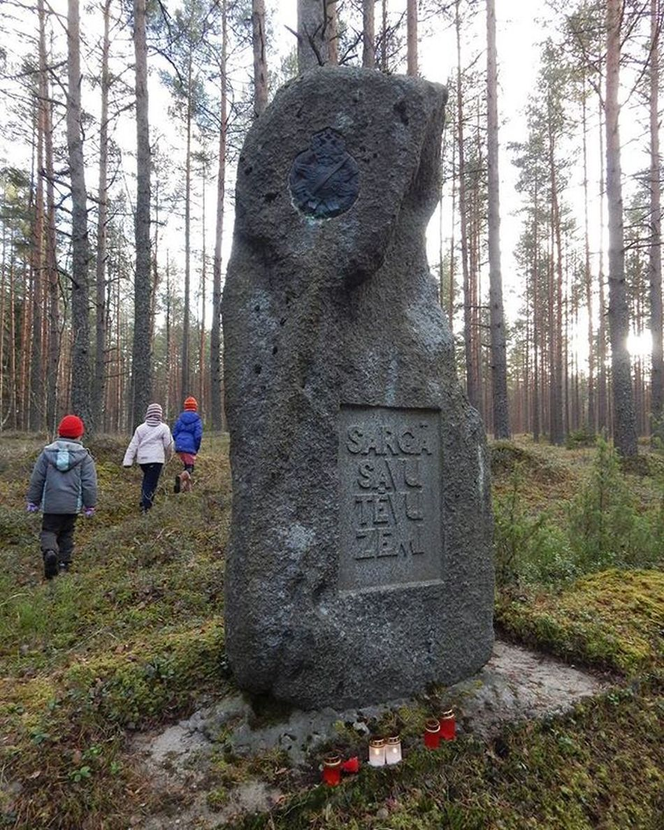 """Search for the geocatche. """"Protect your father land"""". Latvian riflemen and the Russian army soldiers cemetery. Tīrelis swamp. Cemetery Tirelupurvs Lozmetejkalns Latvija Latvia Geocatching Geocatch Riflemen"""