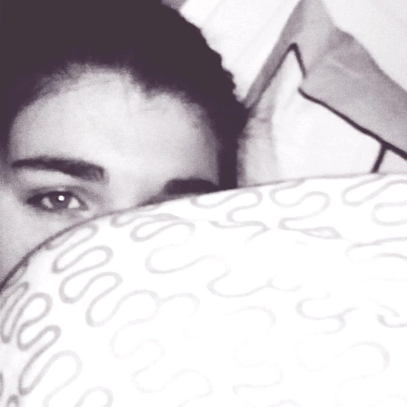 I need to sleep... Depois de um longo ensaio... Cansada Tired! Ineedtosleep GoodNight ❤✌