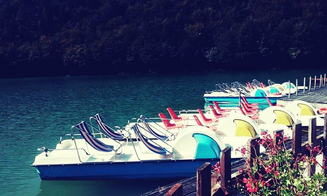Pedalo Sunday Afternoon Italy Blue Blu Water Lake