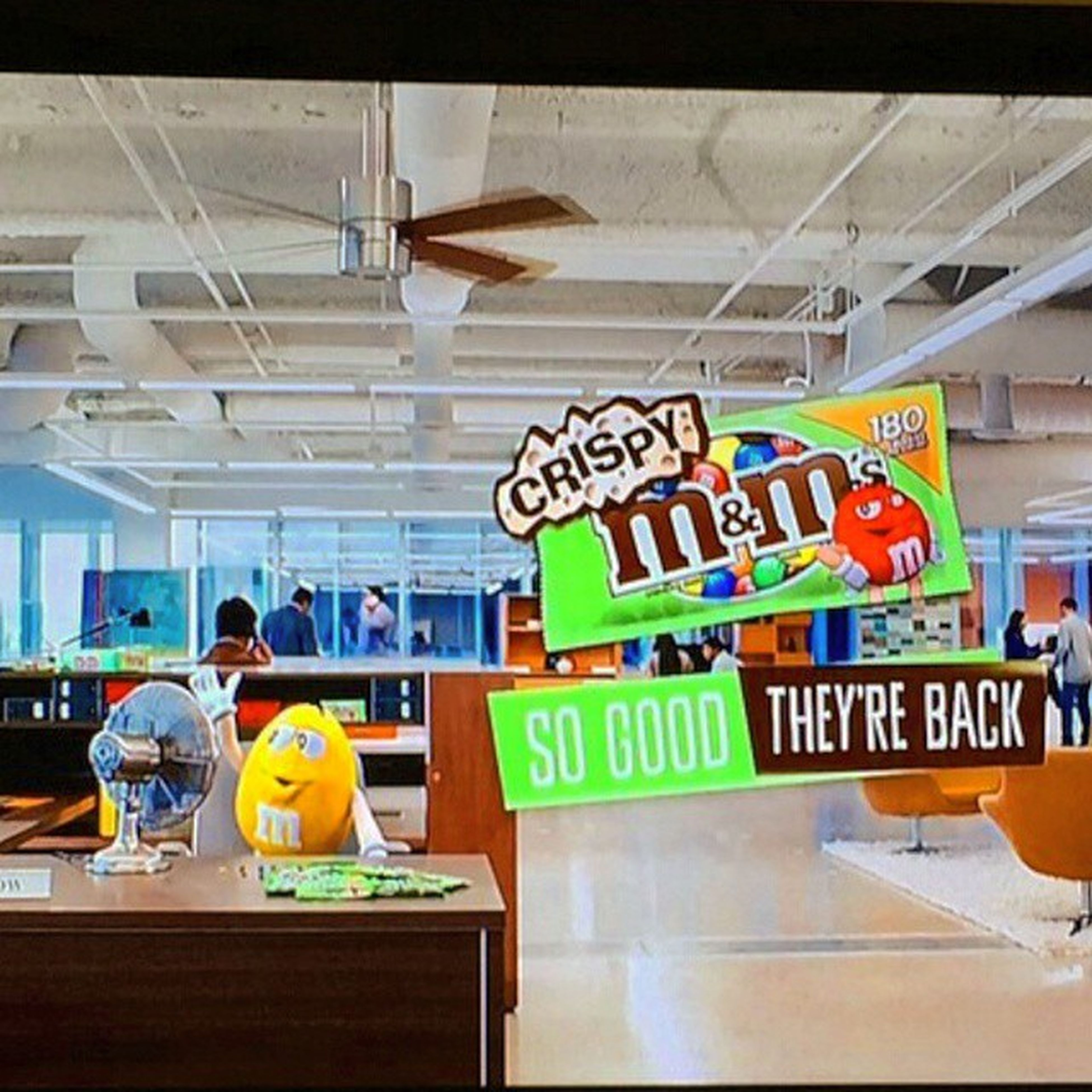 Hands down my favorite commercial right now ! Go get some crispy M&M.. ⭕Commericals Lifeisbetterincolor Chocolate Crispy crispymm mandm yellow fans CrispyMnMAREback!!! favoritecommerical havingamoment littlekidstatus theyreback