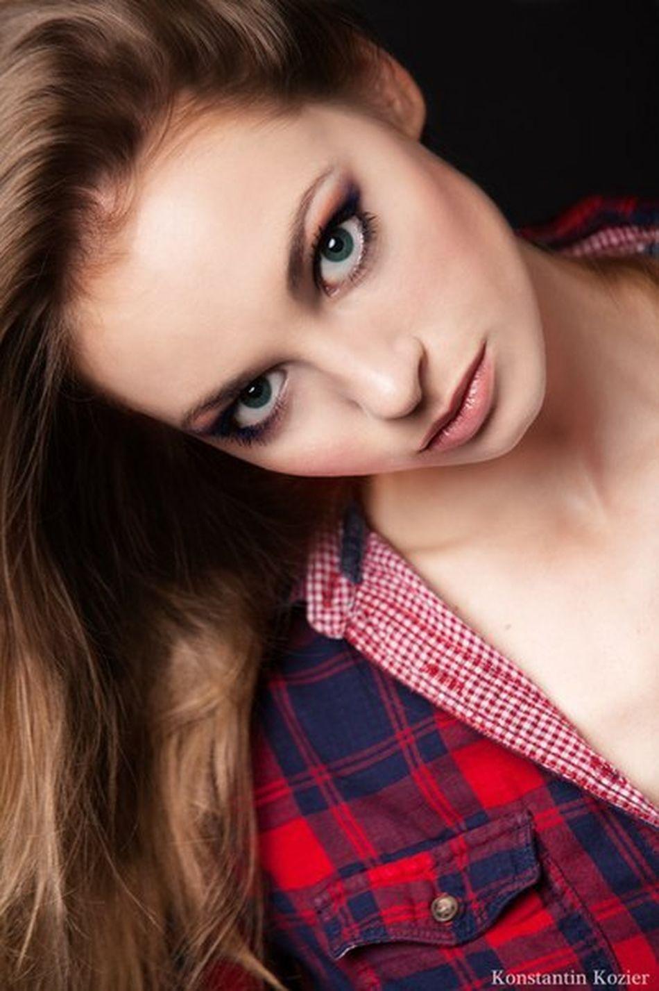 Enjoying Life Lips And Eyes Model Fashion