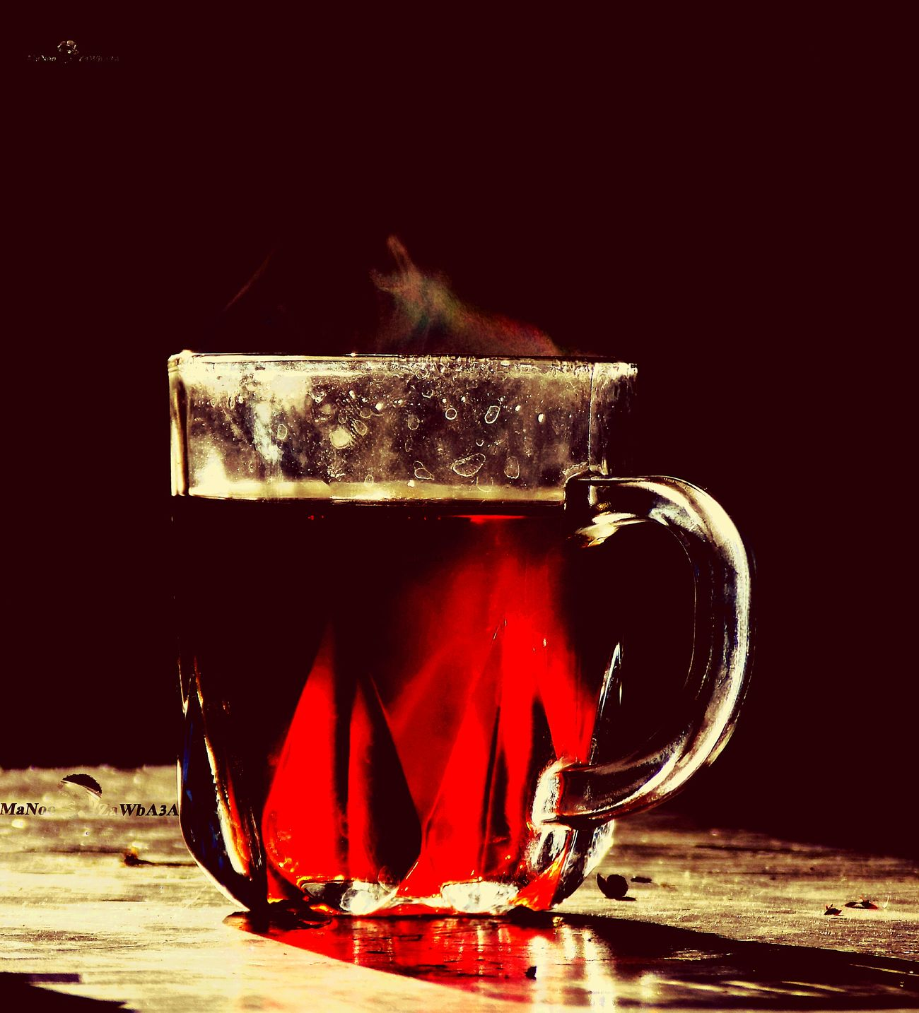 Tee..... Drink Tee Drinking Glass No People At Home Refreshment Black Background Heat - Temperature Tea - Hot Drink Mug Black Color Freshness Close-up Food And Drink Condensation Standing Smart Phone Cofee And Cigarette High Angle View Coffeeholic Healthy Eating Real People Indoors  Outdoors Coffee - Drink