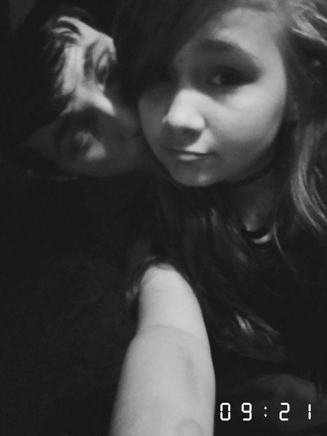 I loves his kisses 😇