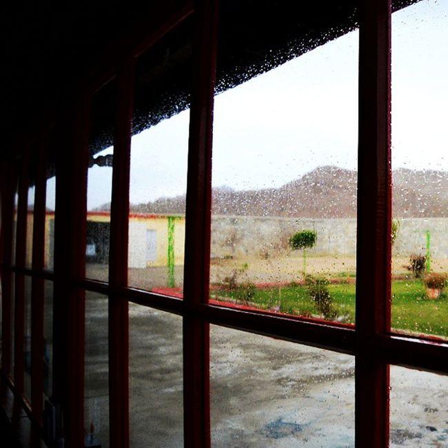 پانی برسا ھے ۔۔۔۔۔ Manjali Barish Capture_red Promoteurdu vsco writography Ig
