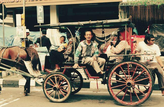 Big family Taking Photos Just Shot Road Travel Photography Traveller Backpacker Jogjakarta TraditionalTransport INDONESIA Nikonphotography