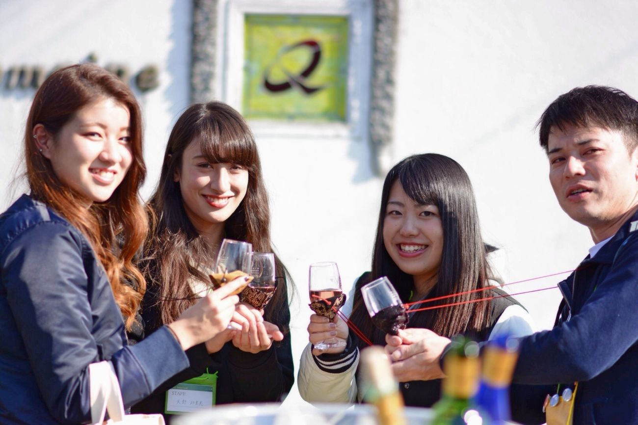 たくさんの出愛に感謝❣️ Friendship Happiness Smiling People Group Of People Real People Wine Wine Tasting Wineglass Portrait Young Women EyeEm Best Shots Relaxing EyeEm Gallery Enjoying Life ワインツーリズム 山梨 いい天気 ドメーヌ Q JD Staff