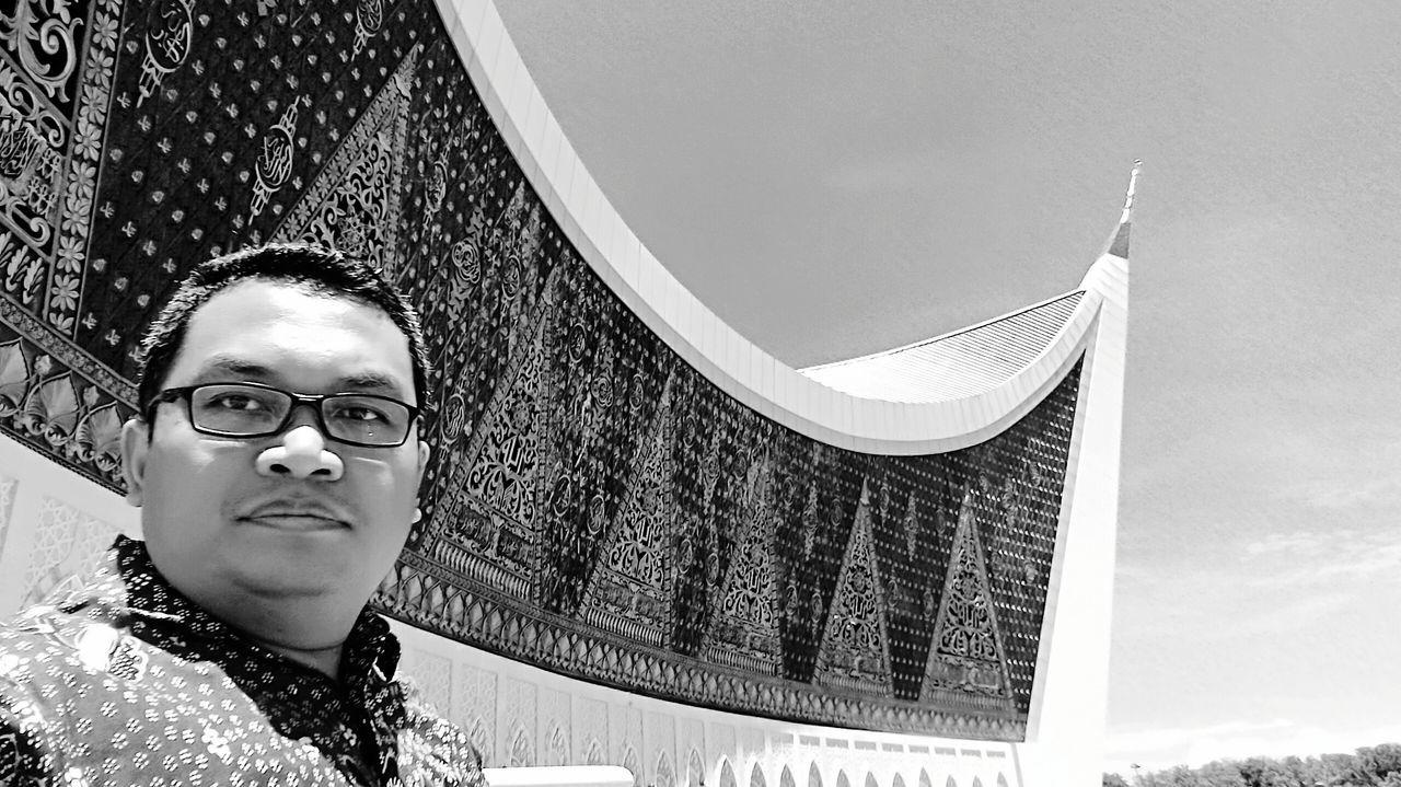 Selfie Outdoor Blaxkandwhite Blackandwhite Photography One Man Only Moslem Indonesia INDONESIA