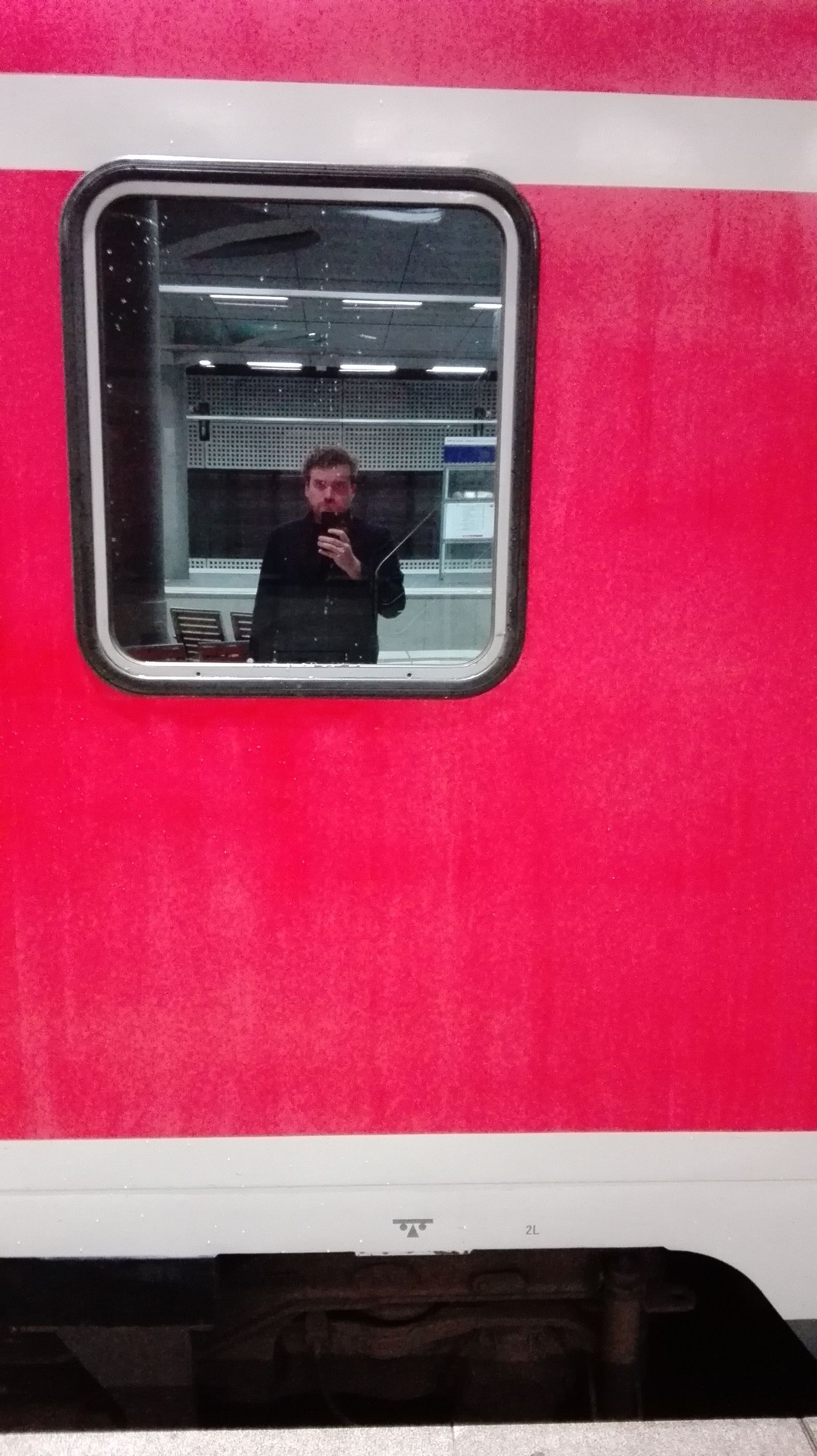Me, myself and I Berlin Hauptbahnhof Red Public Transportation One Person Selfıe Color Traveling Wanderlust POTD Picoftheday Photooftheday Window Itsme