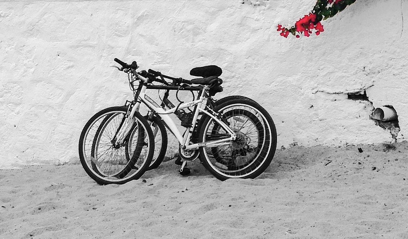 Colorsplash Bikes Bikesaroundtheworld Simplicity Lasbicisdelosjueves Minimalism Minimal Eye4photography  Streetphotography Popular Photos