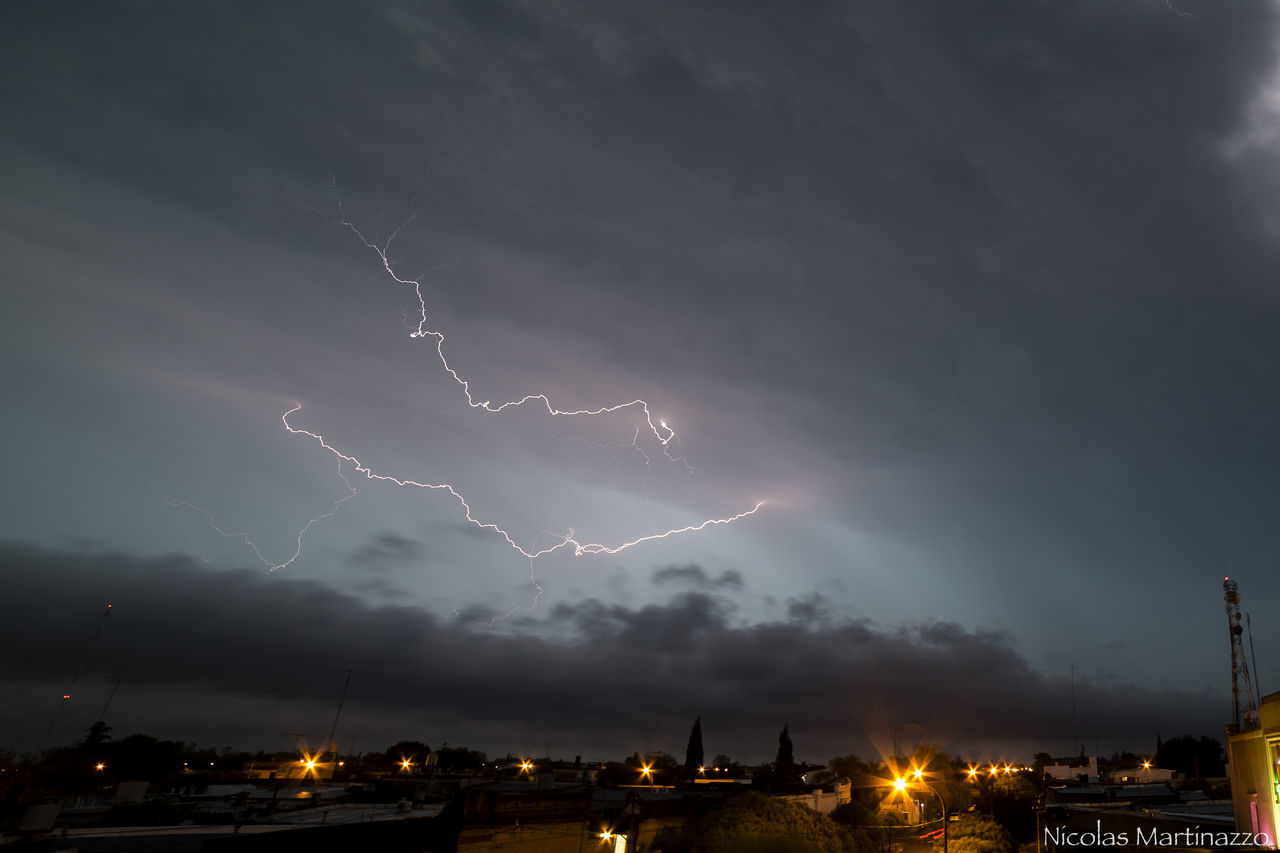 lightning, thunderstorm, weather, power in nature, storm, forked lightning, dramatic sky, cloud - sky, storm cloud, sky, danger, night, illuminated, nature, electricity, beauty in nature, no people, built structure, outdoors, low angle view, scenics, building exterior, city, architecture, cityscape
