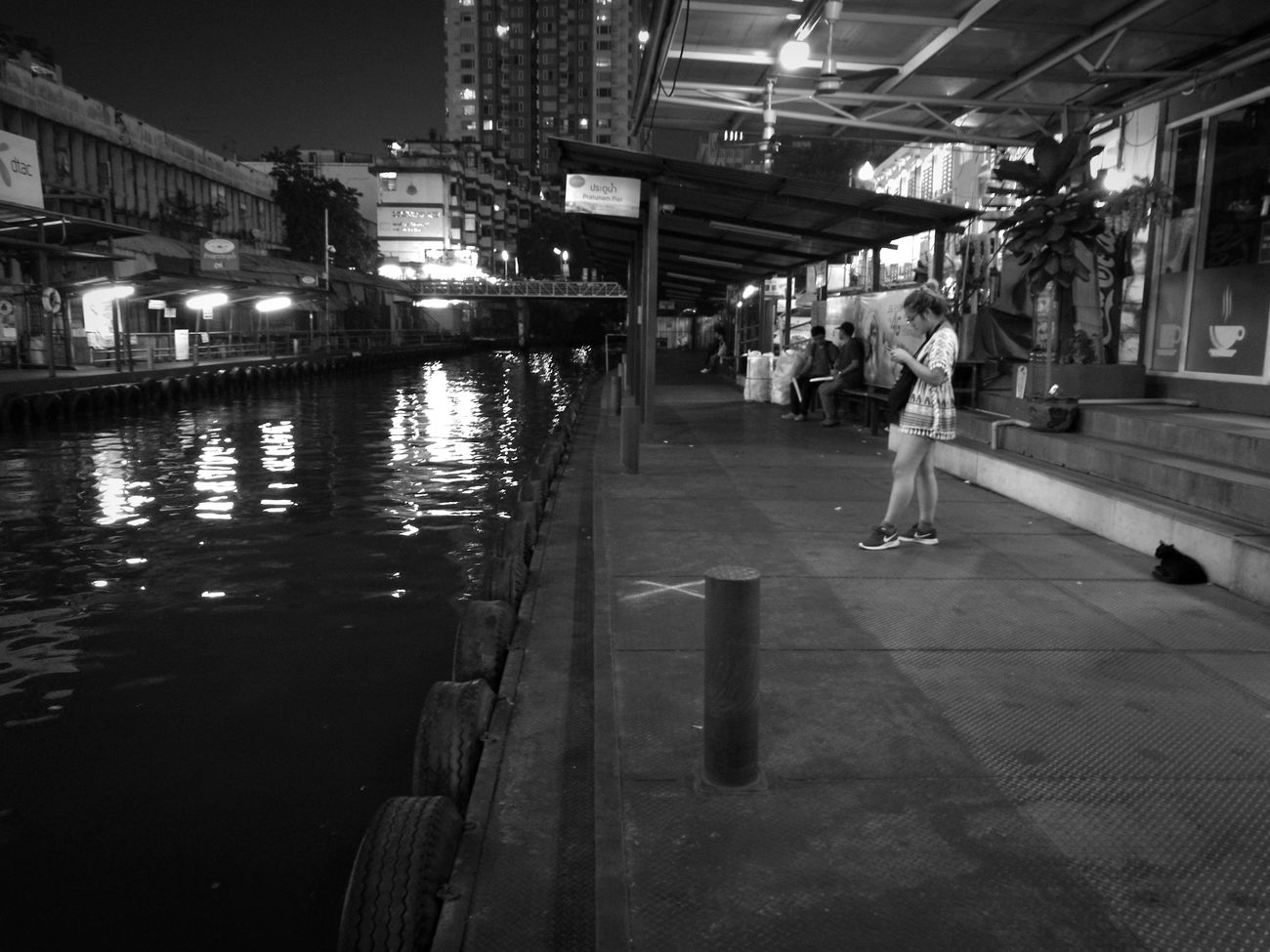 Riverboat Bangkok Life Ordinary Day Night Outdoors Real People Bangkok Streetphotography P9 Huawei Black And White