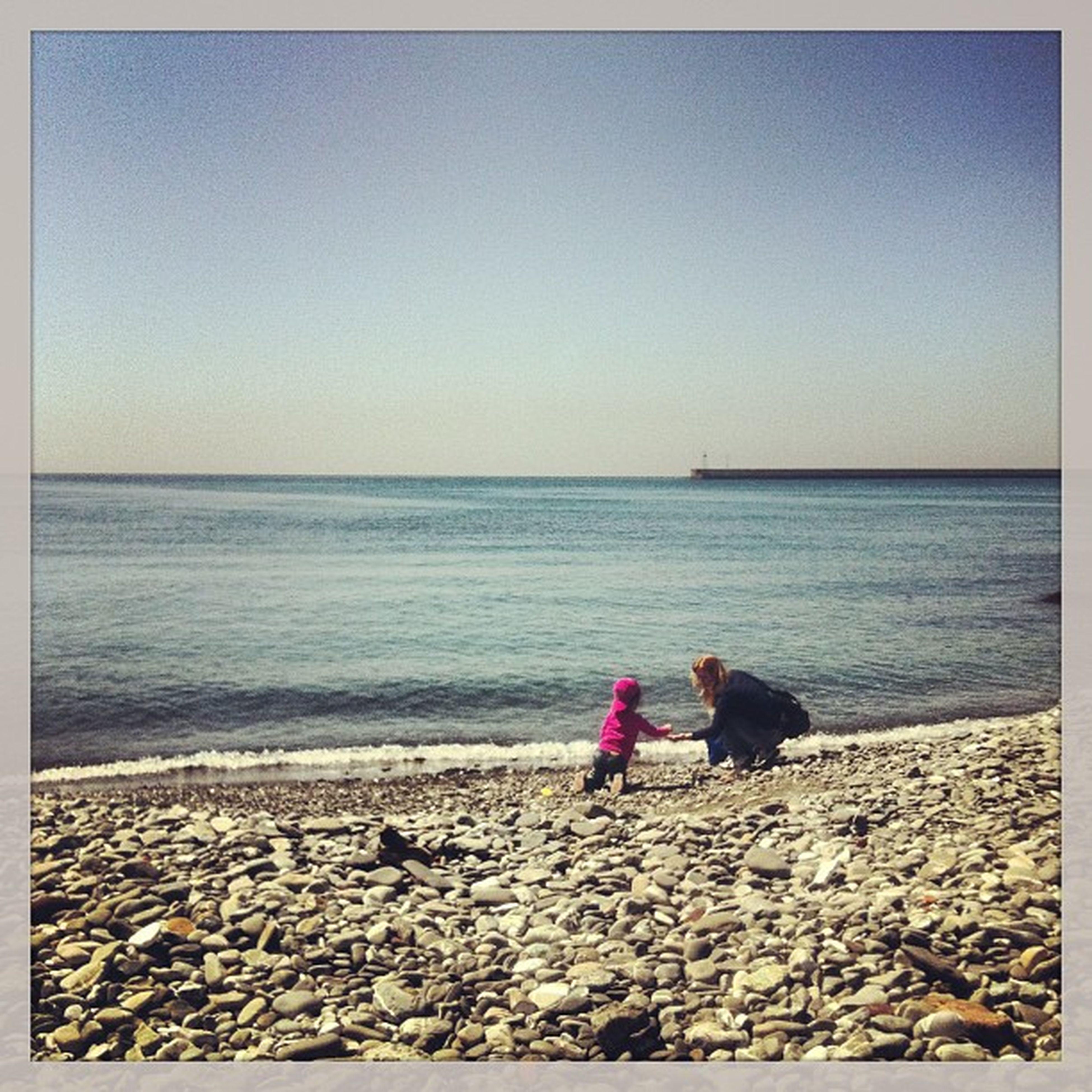 Pick up stones Sea Mom