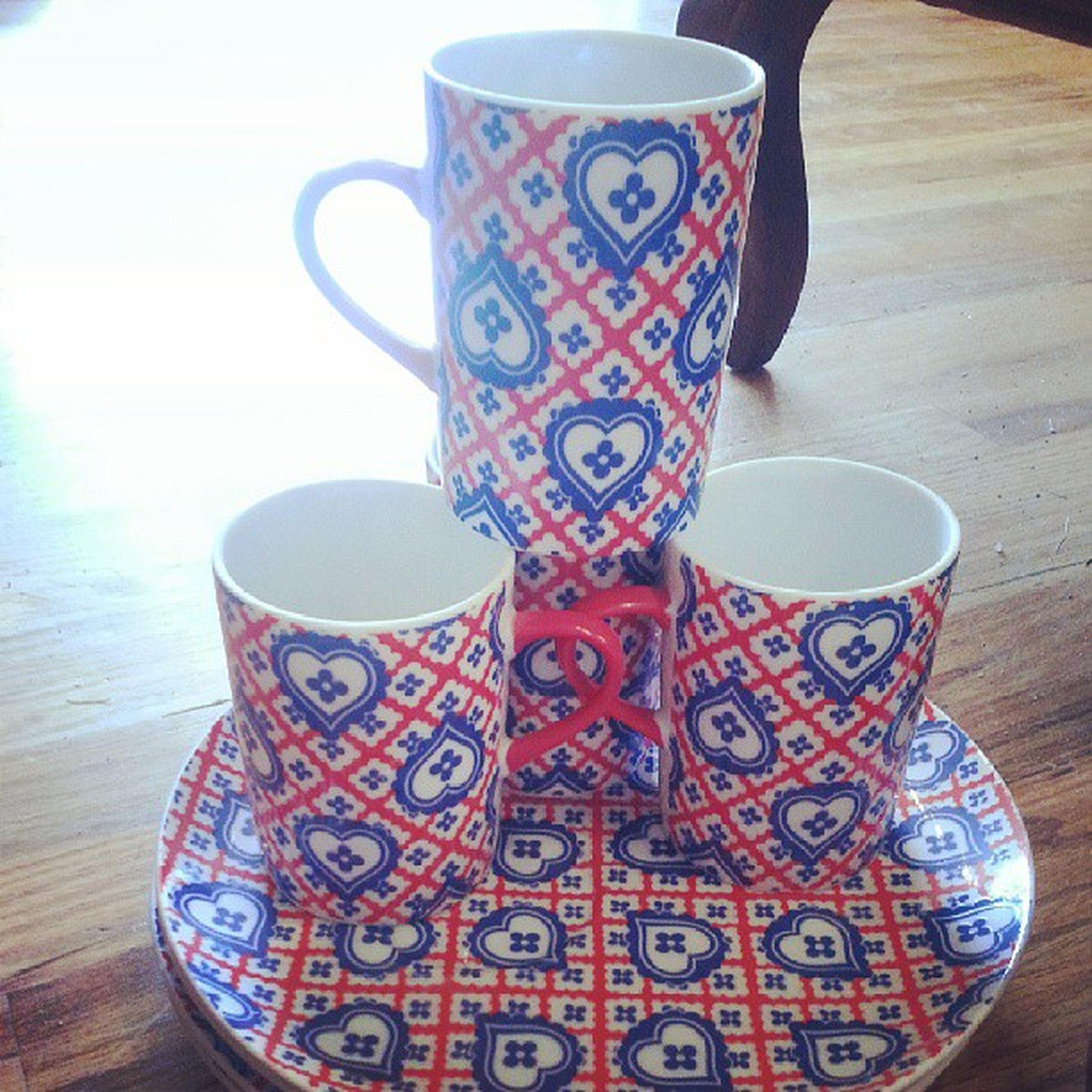 Four ceramic mugs and plates. Amazing Design Hingestore Cincinnati Ofcoursewedoshipping