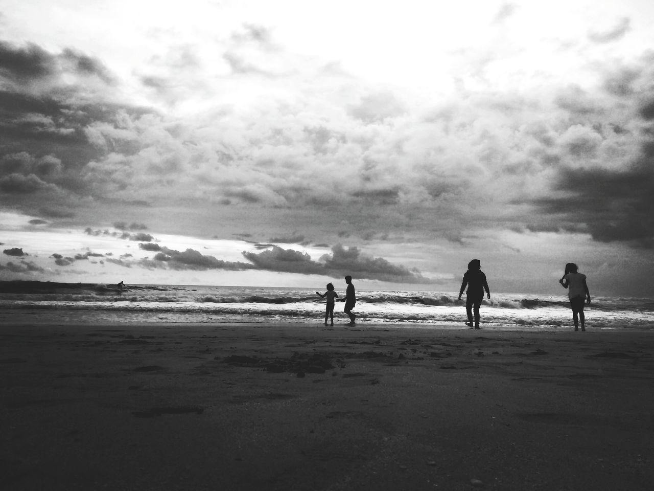 beach, sea, cloud - sky, sand, sky, nature, water, beauty in nature, horizon over water, vacations, scenics, leisure activity, silhouette, real people, day, outdoors, men, wave, full length, friendship, people