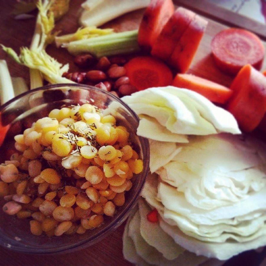? Vegetarian Vegan Food морковь proteins useful carrots полезно eat vegetables веган еда greens gemüse photo дом veganfood ням витамины красиво instalike bohnen сельдерей обед здоровье celery