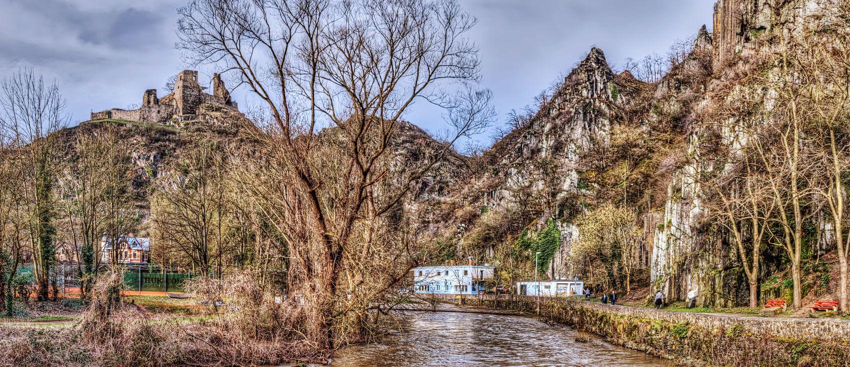 Rotweinwanderweg Wanderweg Ahr Altenahr Burg Are Burg Ruine Ruin Castle Walkway River River Ahr Fluss Felsen Rock Formation