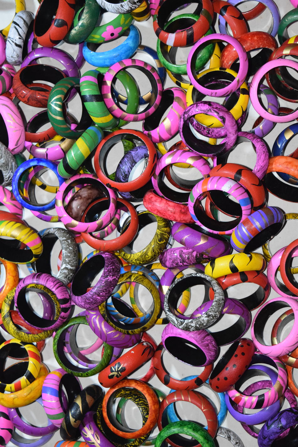 Shellac multicoloured bangles Pattern Multi Colored Shape Shellac Full Frame Close-up Multicolored Eyeem4photography EyeEm Vision EyeEm Gallery Nikon Photography Eyeemphotography Eyeem Photography Eyeem Market Bangle EyeEm NIKON D5300 Powder Paint Backgrounds Large Group Of Objects Abundance Outdoors