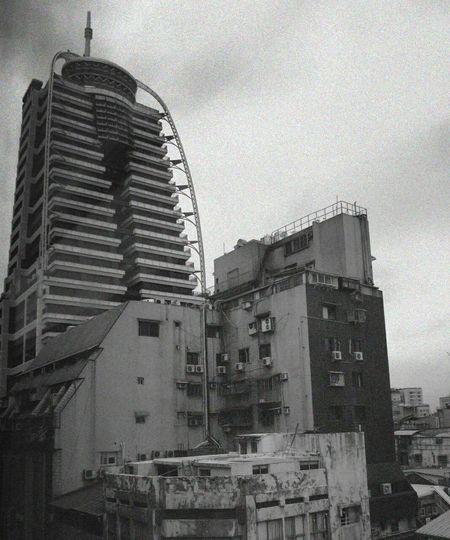 窗外,陰天西門。 Ximending City Black & White Black And White Building