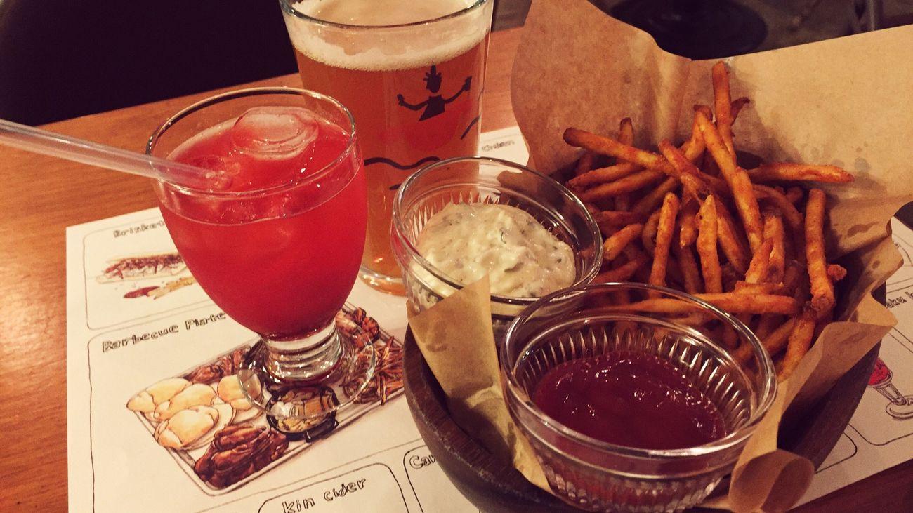 """ SMOKY LOVERS "" Restaurant in Hangangjin & Iteawon // Respect For The Good Taste 🙂 // Sweet Beer & Freid Potato"