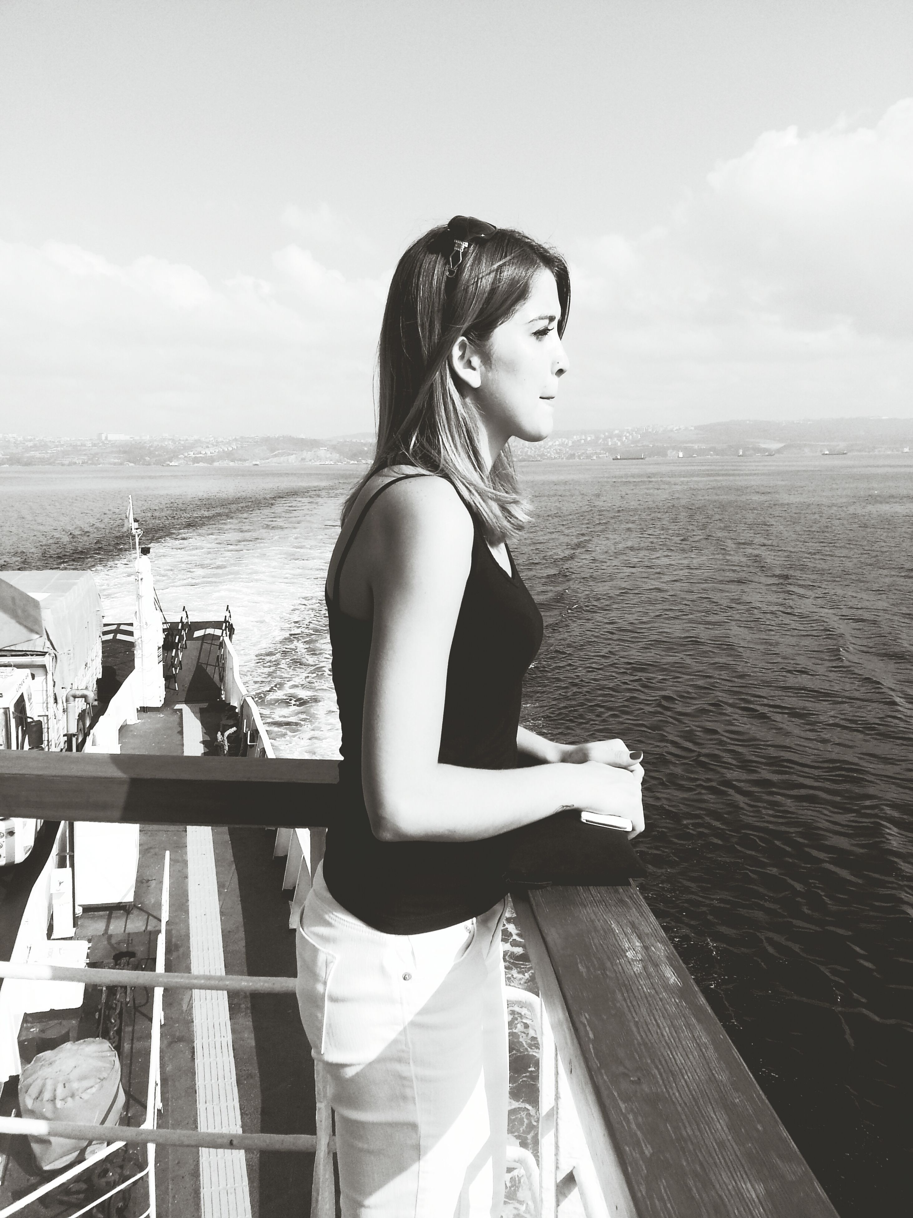 sea, water, sky, young adult, lifestyles, leisure activity, horizon over water, casual clothing, rear view, standing, young women, person, sitting, long hair, full length, beach, three quarter length, railing