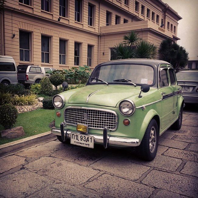 I found this funny vintage mini car in the Grand Palace!
