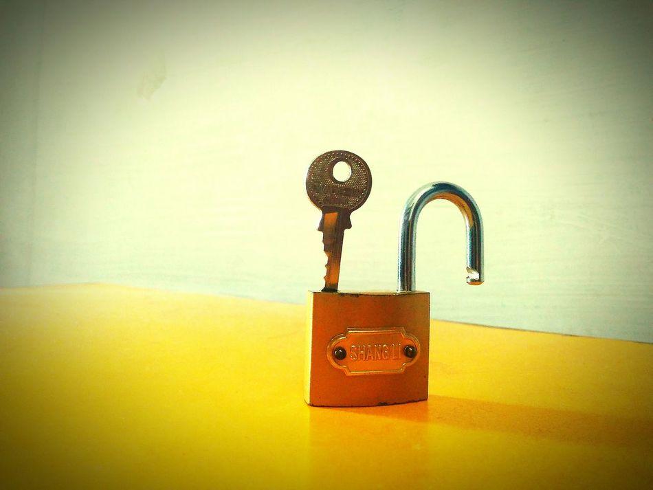 Lock Your Love Imigration Maxabat