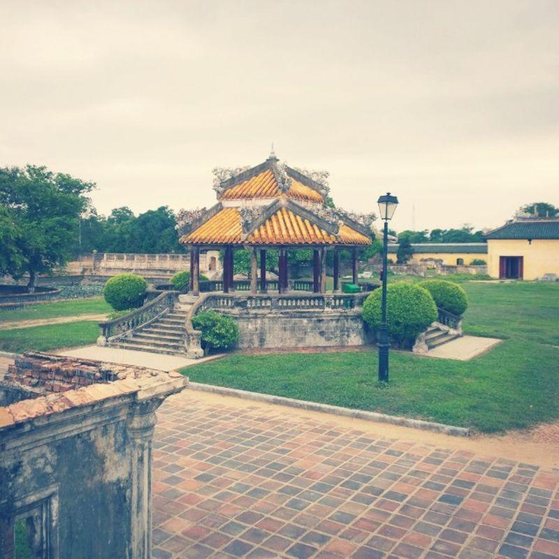Хюэ. Императорский город. Вьетнам. Vietnam Walking Instagood Beautiful follow bestoftheday instagramers like nature monument creativity incity nokialumia1020 nokiaru