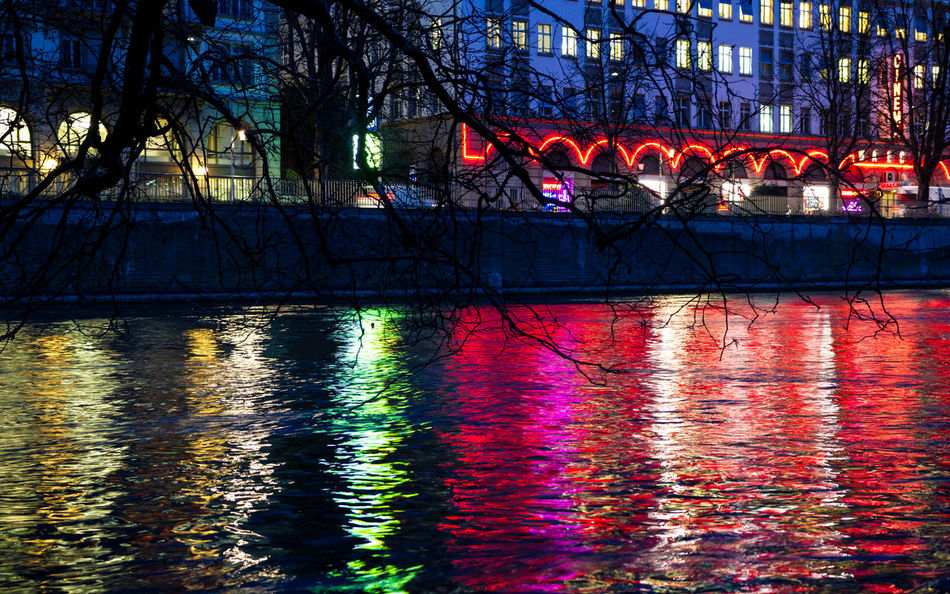 Limmat Sihlquai Lightplay Colored Night Lights Nightphotography Colors In The River Zürich Dasischzüri Reflections Colored Lights