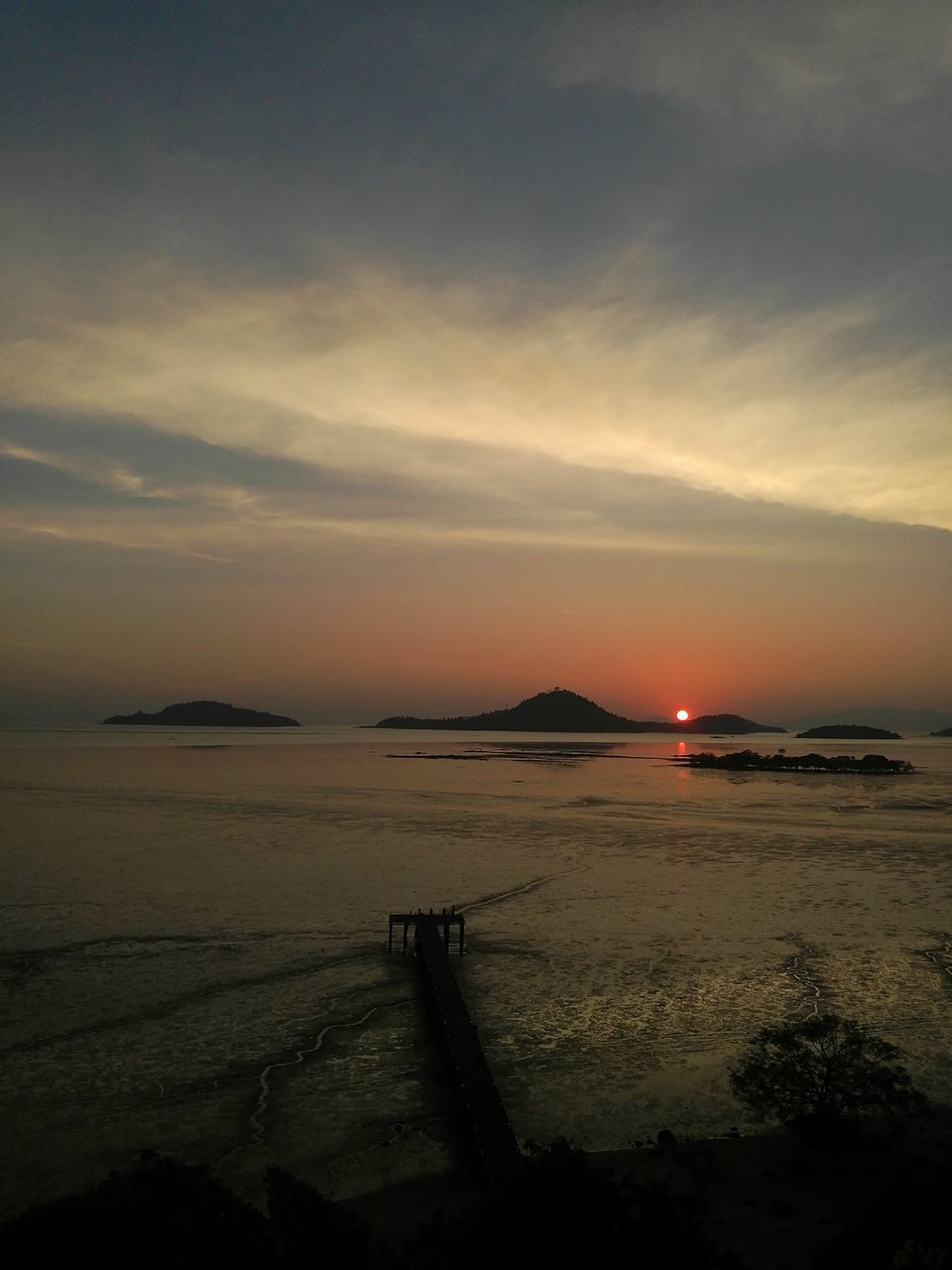 sunset, sky, beauty in nature, scenics, nature, water, tranquil scene, sea, tranquility, no people, cloud - sky, outdoors, beach, horizon over water, day