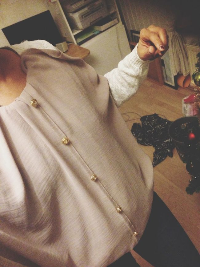Light taupe blouse. Vintage gold buttons. Neuer Schnitt im Naehkurs Naehkoenigin.de
