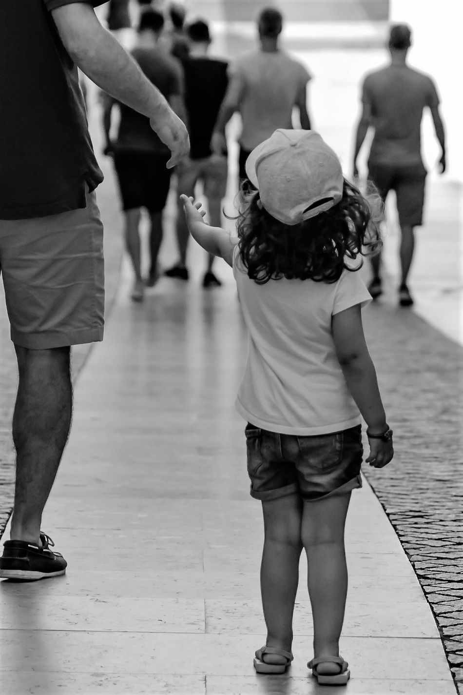 Daughter Little Safe Safety Adult Child Father Filha  Gesto Hand Human Body Part Mao Men Pai Pequena♥ Real People Seguranca Seguridad Seguro Walking