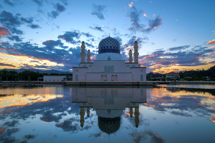 Sunrise, Kota Kinabalu City Mosque, Sabah, Malaysia Beautiful Day Colorful Sky Dome Floating Mosque Islamic Architecture Masjid Mosque No People Relections Sabah Malaysia Sunrise Tourist Attraction  Tourist Destination Tranquility Travel Destinations