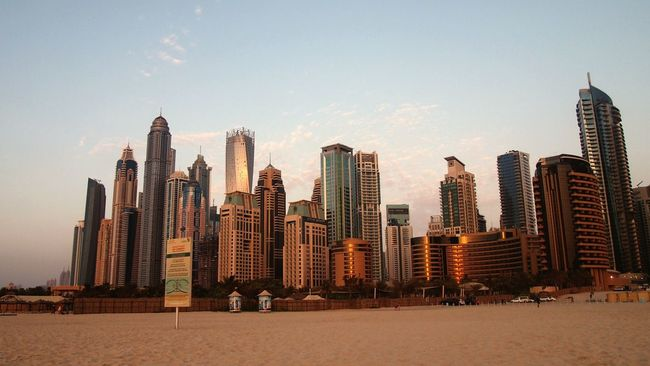 Dubai Marina Skyscraper Skyscrapers In The Clouds Sun Life Is A Beach Sunrise_sunsets_aroundworld Sunrise Hanging Out After Shopping Enjoy Life Hello World ThatsLife Warm Colors Warmweather Taking Photos Hi! Check This Out