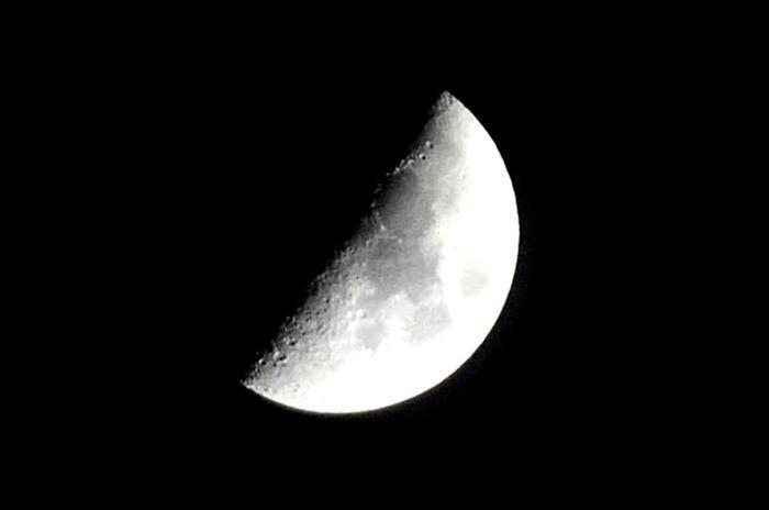 Moon Half Moon Oujda Morocco Sky Astronomy Beauty Beautiful Magnetic the moon tonight is superb سبحانك يا رب ما شاء الله سُبْحَانَ اللّه f7.1 iso 500