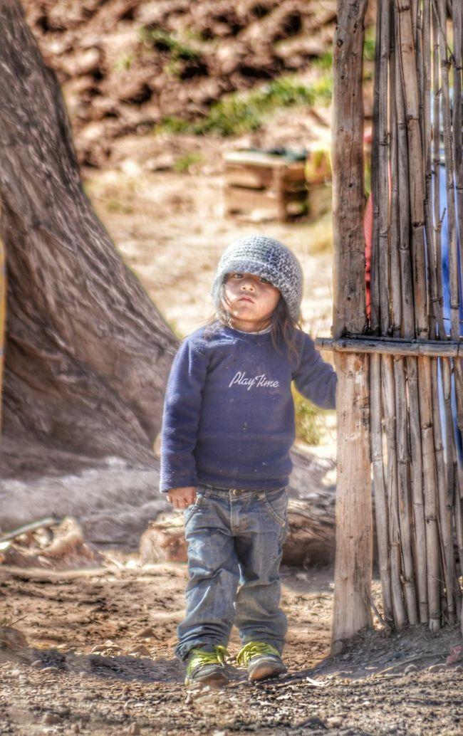 AQUELLO QUE UNE O SEPARA A LAS PERSONAS , NO SON LAS DIFERENCIAS, SINO LOS VALORES... Portrait EyeEm Best Edits Streetphotography Childrenphoto Children's Portraits Hdr_Collection Hdrphotography Hdr_captures Hdr_Collection