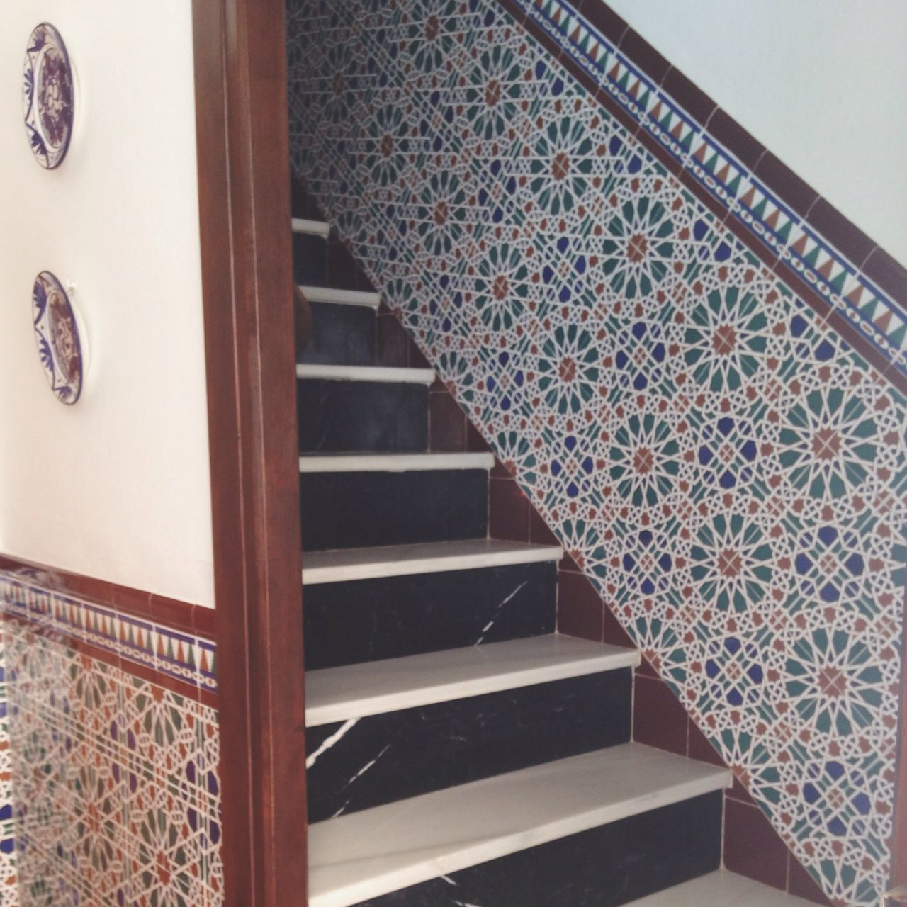 steps, staircase, design, steps and staircases, railing, indoors, pattern, architecture, no people, built structure, day, close-up