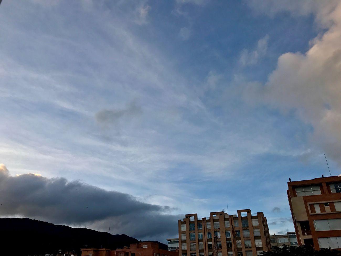 1 enero, 6:00 am, Bogotá NoEditNoFilter AmoserdeColombia EyeEm Best Shots EyeEmBestPics Contemplating Colombia ♥  ILoveBogota I❤️Bogotá No Edit/no Filter Cloud - Sky Sky City SoyBogotana Iphone7 Lovelysky