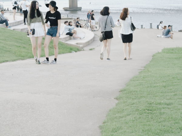 Spring girls in 한강 대한민국 Feel The Journey Korea Seoul 서울 EyeEmNewHere Women Around The World The Street Photographer