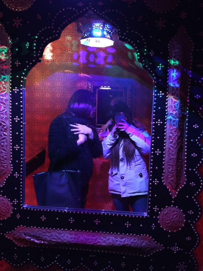 Pose Taking Photos Selfie ✌ Mirror Waiting Before Reflection Old Port Of Montreal Cold Days Restaurant Marocain