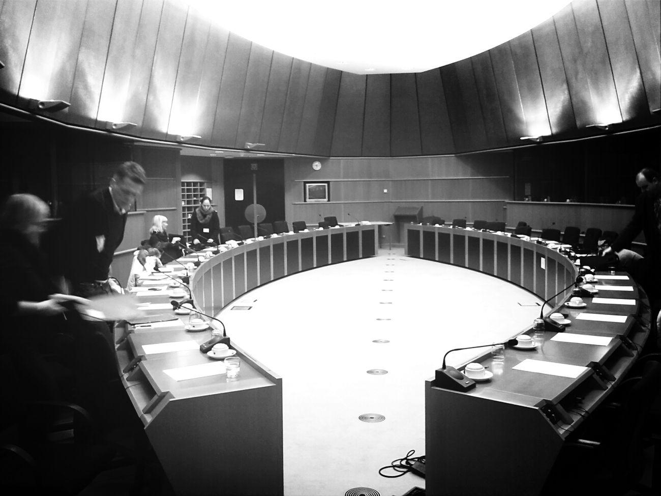 Einer von unzähligen Sitzungssäälen im Europäischesparlament Brussel