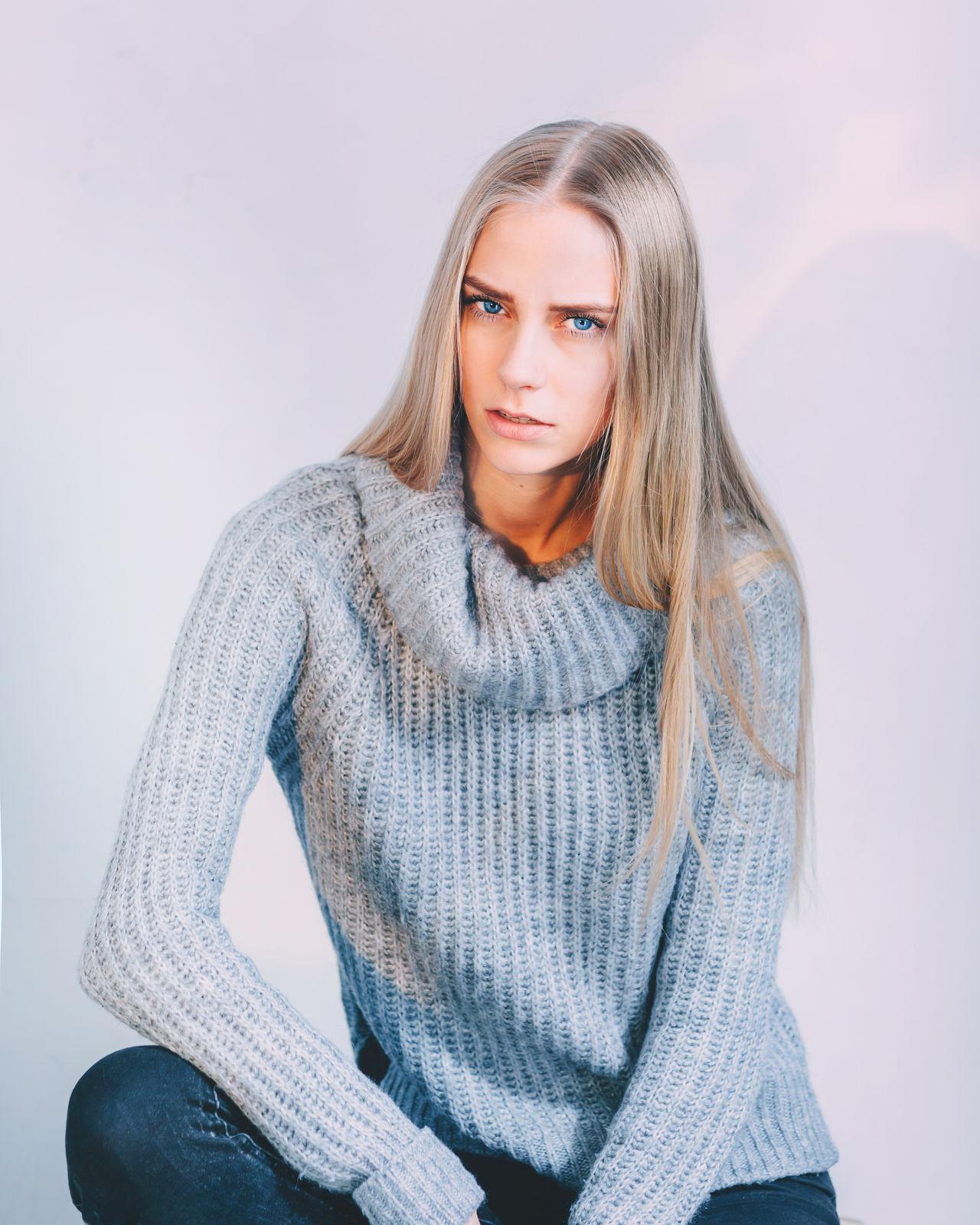 Beautiful stock photos of haare, 20-24 Years, Beautiful Woman, Caucasian Ethnicity, Confidence