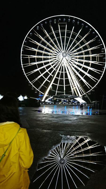 Night Ferris Wheel Arts Culture And Entertainment Illuminated People Adult Outdoors Spiegelungen Pfützenbilder Pfützenfotografie Estrella De Puebla Mexico Riesenrad Regenjacke Rainy Days Paint The Town Yellow